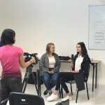 Kaja i Oliwia opowiadają sobie historyjkę