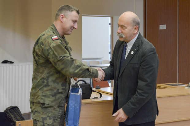 Podpułkownik Grzegorz Kaliciak i dr Andrzej Ferens